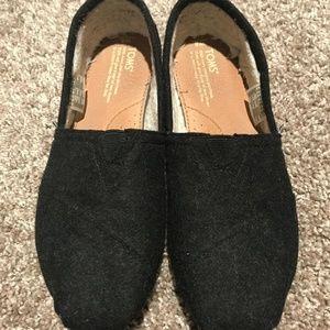 TOMS Classics - Black Wool w/ Shearling - Size 8